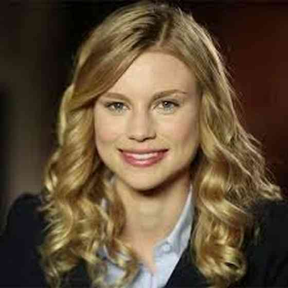 Lucy Fry Pictures